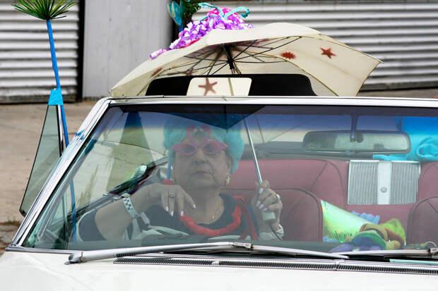 Дама в ожидании начала парада. америкосы, манхетон, руссалки