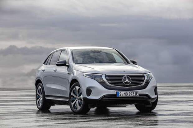 Электрический Mercedes-Benz EQC: два мотора и 450 километров на зарядке