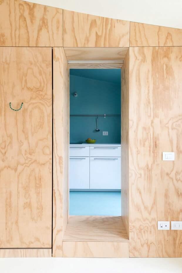 Бирюзовый в интерьере квартиры - оригинальный проход на кухню