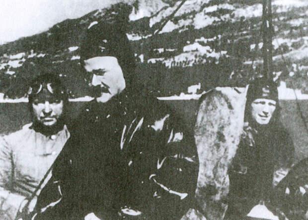 Министр иностранных дел СССР Молотов прибыл на самолете через линию фронта  Фото: 1945-2010.info