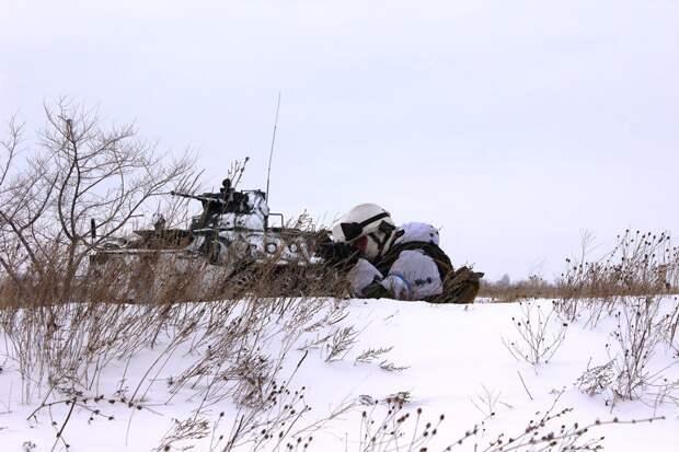 Минобороны РФ опубликовало видео лыжной и огневой подготовки мотострелков ЦВО