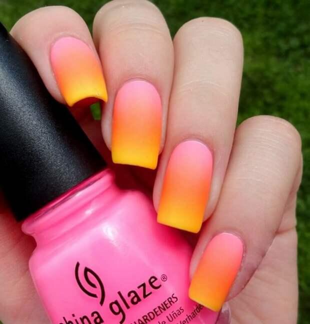 Яркий, свежий и при этом утонченный и легкий — нежный маникюр цвета персика
