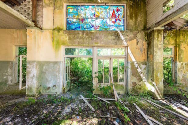 Заброшенная архитектура: 15 фото разрушающихся зданий, ставших безмолвными хранителями истории