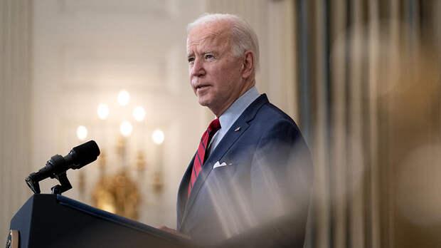 """""""Как насчет Китая?"""": в США высмеяли Байдена за санкции против России"""