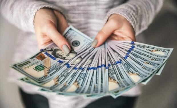 Экономист объяснил невозможность раздачи денег россиянам по примеру США