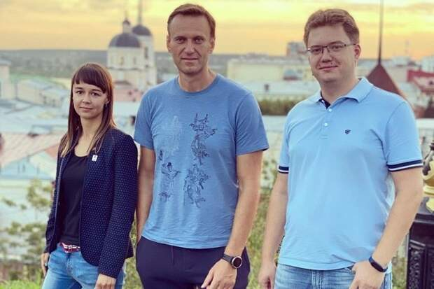 Навального экстренно госпитализировали в Омске с подозрением на отравление.