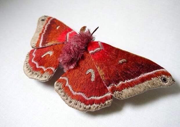 Вышитая брошь-бабочка