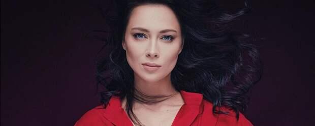 Самбурская рассказала, зачем актеры используют скотч в постельных сценах