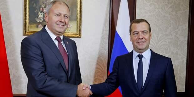 Медведев провел беседу с премьером Белоруссии