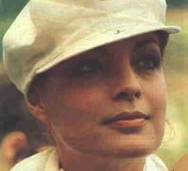 """Роми Шнайдер на съемках фильма """"Любовь под дождем"""" (1973)."""