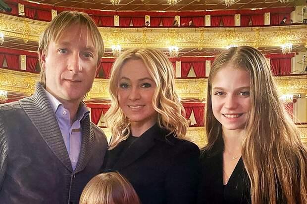 Рудковская поздравила фигуристку Трусову с успехом на ЧМ