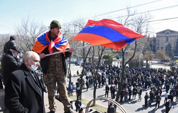 Палаточный городок продолжает стоять около парламента Армении