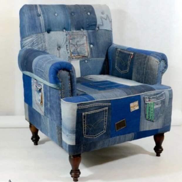 Переделка джинсов в виде чехлов или обивки мягких стульев