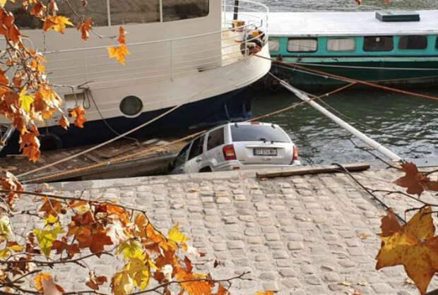 Экстремальная посадка в воду. | Фото: Intermedia.ge.