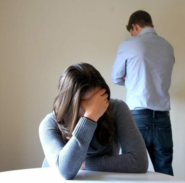 Может развестись с мужем