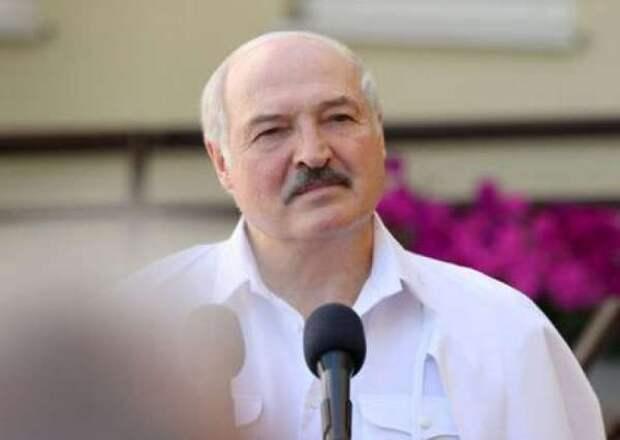Лукашенко запретил принимать украинские самолёты