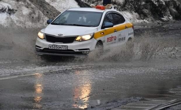 В Госдуме призвали ужесточить правила приёма на работу таксистов