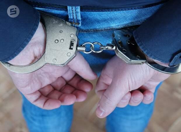 Житель Удмуртии предстанет перед судом за попытку задушить полицейского