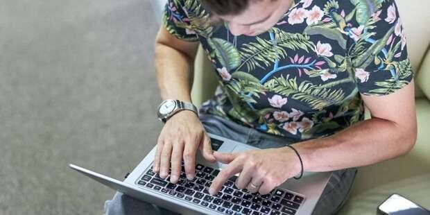 Депутат МГД Козлов рассказал о создании горячей линии по вопросам онлайн-голосования на выборах в сентябре. Фото: М. Денисов mos.ru