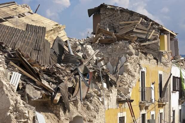 В результате землетрясения на острове Гаити погибли более 200 человек