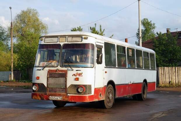 А этот зверь, в отличие от братца — на бензине Арзамас, ЛиАЗ 677, автобус, автомир, лиаз, общественный транспорт, ретро техника