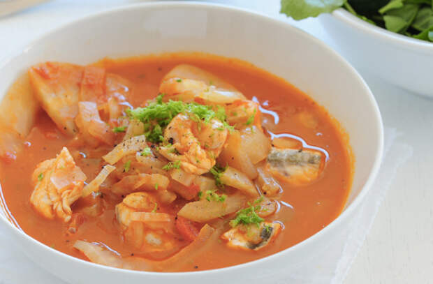 Вкуснее ухи: сытные рыбные супы