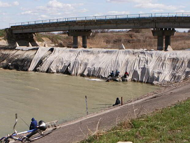 На Украине предупредили об угрозе прорыва дамбы Северо-Крымского канала