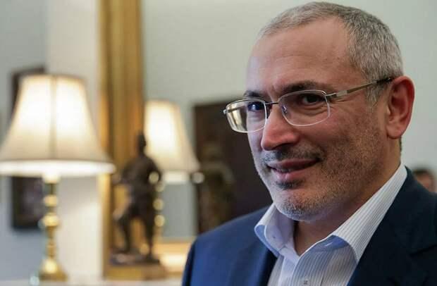 Беглый олигарх Ходорковский обворовывает туристов