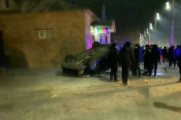 В Забайкалье произошла драка с участием 50 человек и перевернутым автомобилем