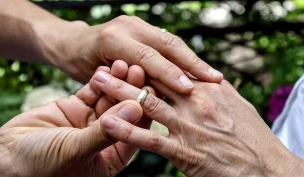 «Меня разрывает на части от боли»: Стриженова заявила о разводе