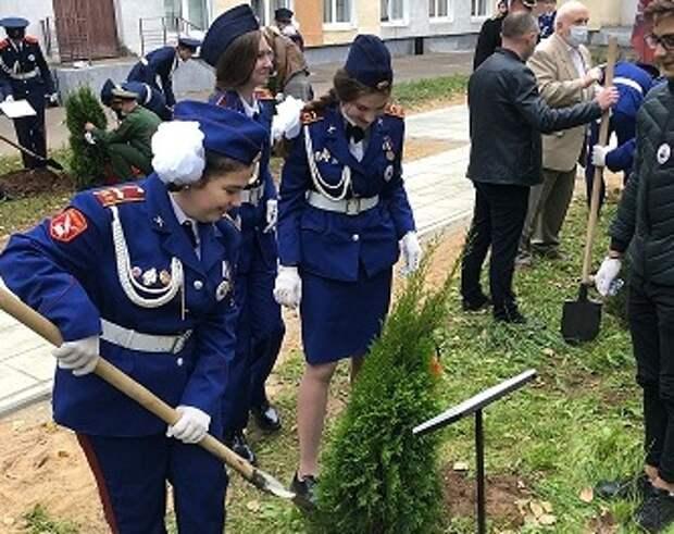 В Бибиреве высадили аллею в память о разведчиках