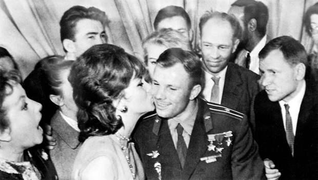 Ю.А. Гагарин на Втором Международном кинофестивале в Москве. 1961 г.