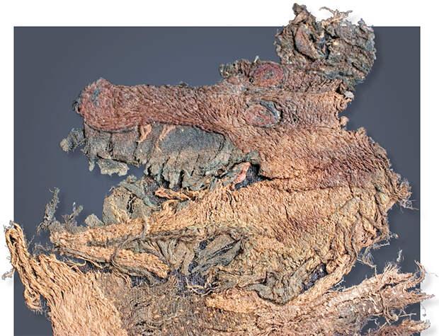 Фрагмент вышивки морды коня-дракона. 20-й ноин-улинский курган