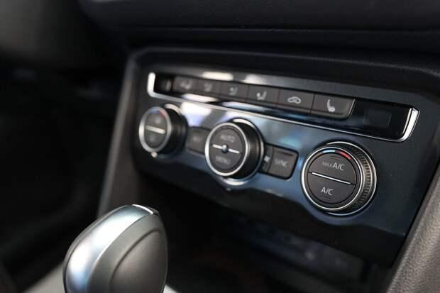 блок управления отопителем современного автомобиля