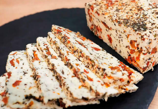 Сразу два вида сыра за 10 минут времени: варим сами с разными добавками