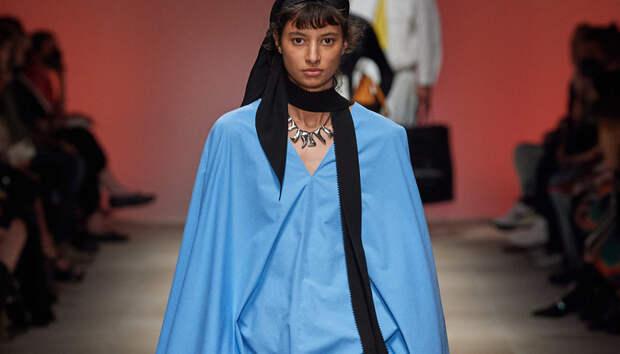 Юбки из бахромы и блузки-кейпы в коллекции Salvatore Ferragamo