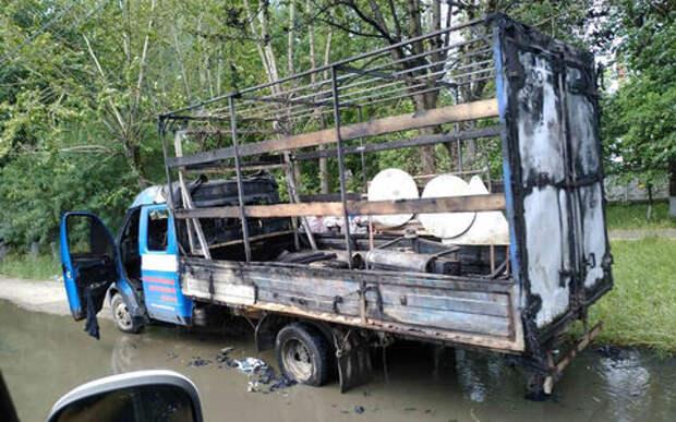 Ассенизаторы потушили горящую ГАЗель. Но стоило ли?