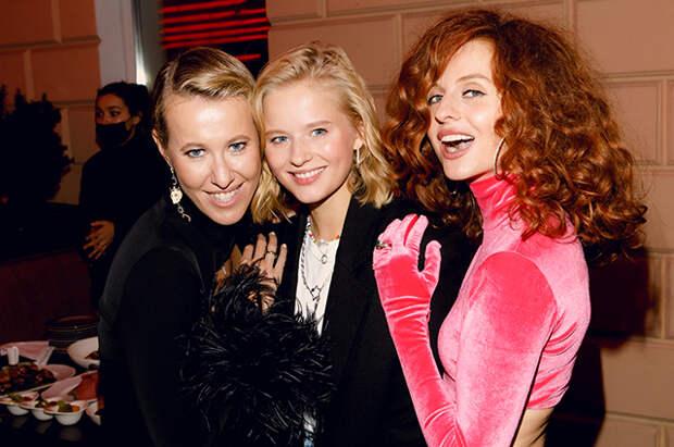 Ксения Собчак, Александра Бортич, Елизавета Пескова и другие на модной вечеринке в Москве