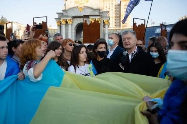 «Зелень падает осенью»: Порошенко намекнул на скорую смену власти в Украине
