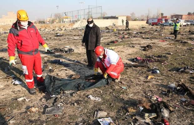 В Красном полумесяце заявили о невозможности опознать тела погибших в авиакатастрофе в Иране