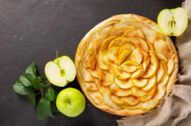 Не только шарлотка. Три интересных рецепта яблочных пирогов