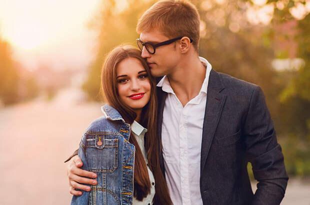 «Инвестируй в себя, а не в мужчину!». 10 советов об отношениях из реального опыта