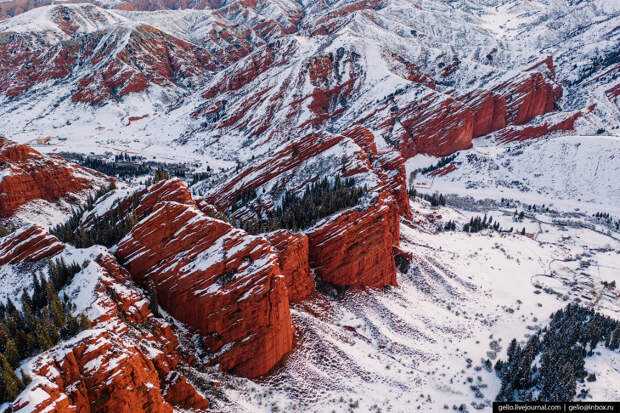 Ущелье Джеты-Огуз: инопланетные пейзажи у озера Иссык-Куль