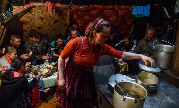 Вечера оленеводов в тундре: как проводят время после работы и отдыхают на Крайнем Севере
