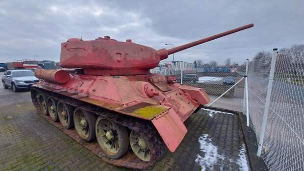 На всякий случай: танк и самоходка нашлись в хозяйстве жителя Чехии