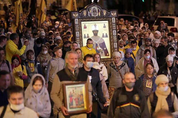 Незаконный крестный ход собрал 2 тысячи человек в Екатеринбурге