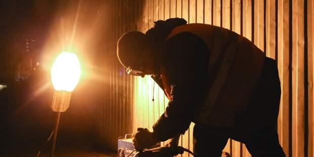 Во дворе на Лётчика Бабушкина отремонтировали фонари