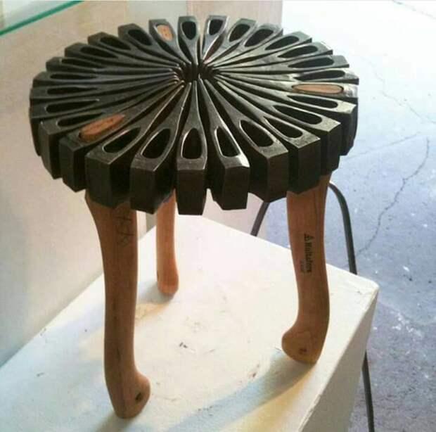 И напоследок - табуретка из топоров - надо же такое придумать Фабрика идей, дизайнеры, мебель, фантазия