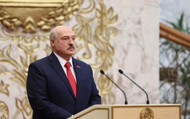 Тайную инаугурацию Лукашенко высмеяли в мемах пользователи Сети
