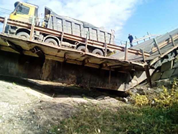 Второй за сутки мост обрушился в России